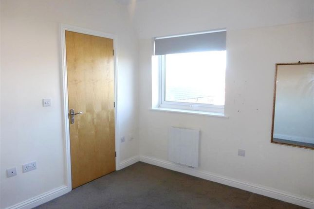 Bedroom 1 of Midshires Business Park, Smeaton Close, Aylesbury HP19