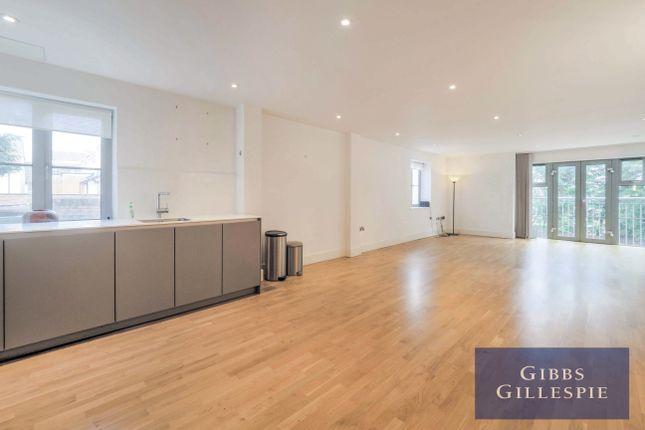 Thumbnail Flat to rent in Oak End Way, Gerrards Cross