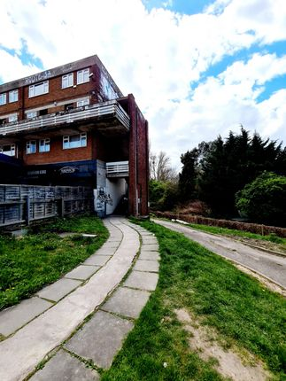 3 bed flat to rent in Riverside House, Southend Lane, London SE6