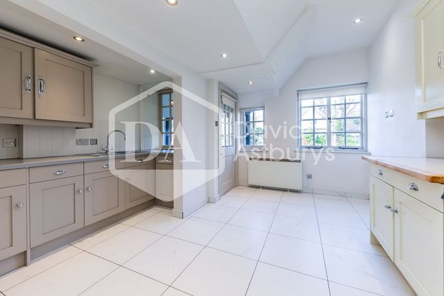 Thumbnail Flat for sale in Rookfield Close, Muswell Hill