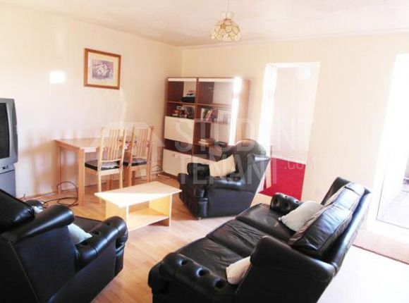 5 bed shared accommodation to rent in Gore Mews, Canterbury, Kent