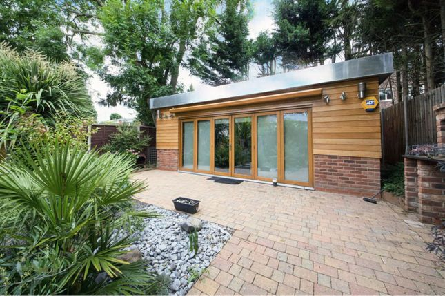 Annexe of Calmont Road, Bromley BR1
