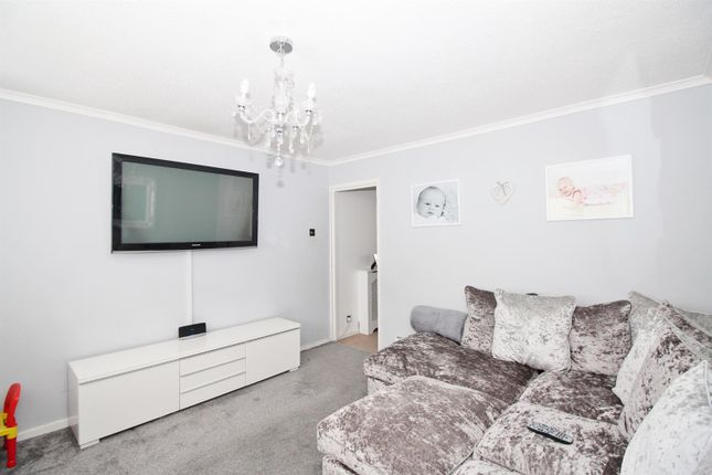 Lounge of Silver Spring Close, Erith DA8