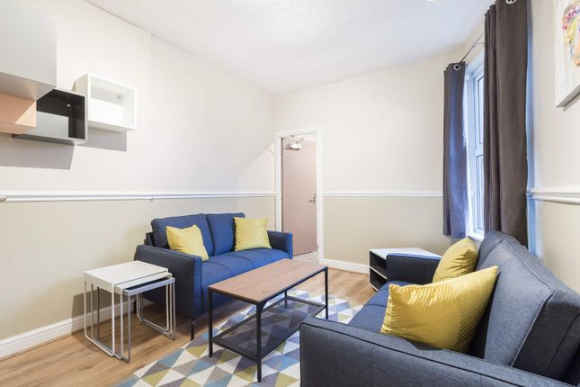 Thumbnail Flat to rent in Flat 2, 207 Hyde Park Road, Hyde Park