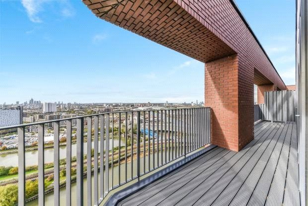 Thumbnail Flat for sale in Dawsonne House, London City Island