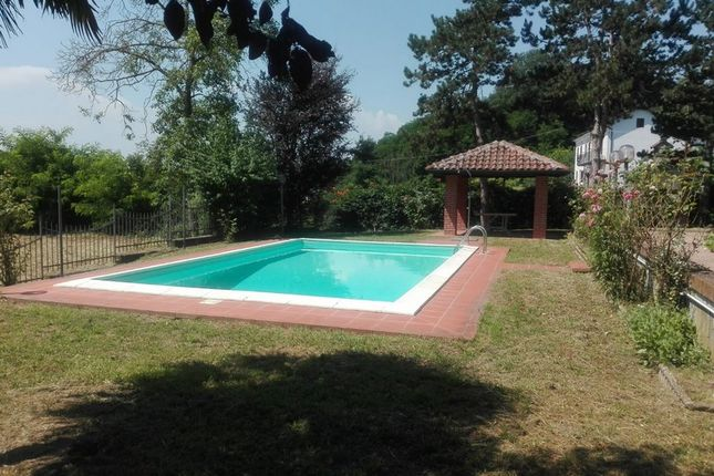 Thumbnail Villa for sale in H131, Pretty Independent Villa With Swimming Pool And Park, Italy