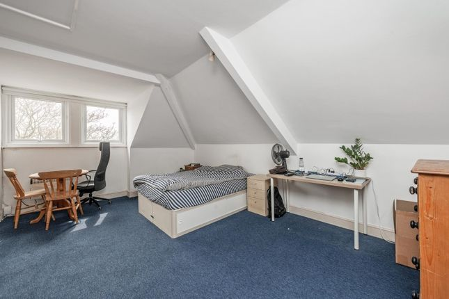 Thumbnail Studio to rent in Trebovir Road, London