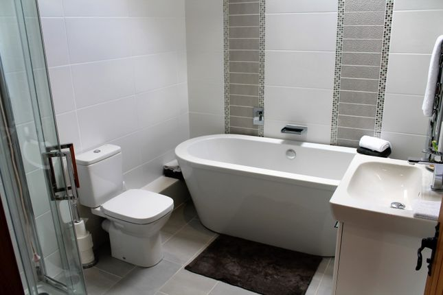 Family Bathroom of Cedar Tree Close, Stourport-On-Severn DY13