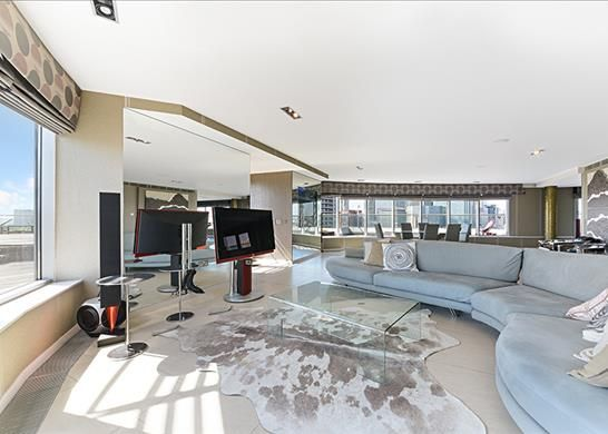 Thumbnail Flat to rent in New Providence Wharf, Isle Of Dogs, London