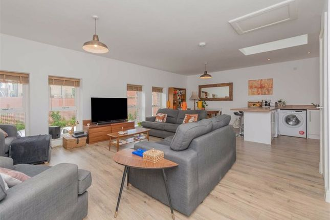 Open Plan Living / Dining Room: