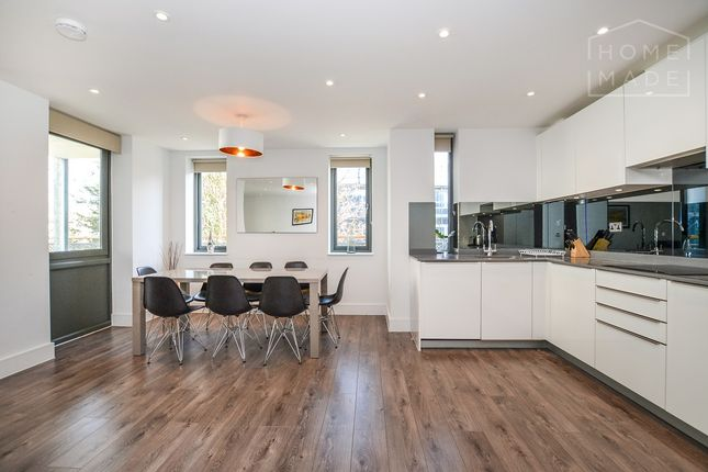 Thumbnail Flat to rent in Albany Court, Kew Bridge