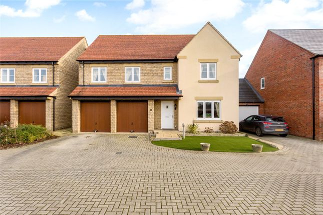 Thumbnail Detached house for sale in Kempton Close, Bicester, Oxfordshire