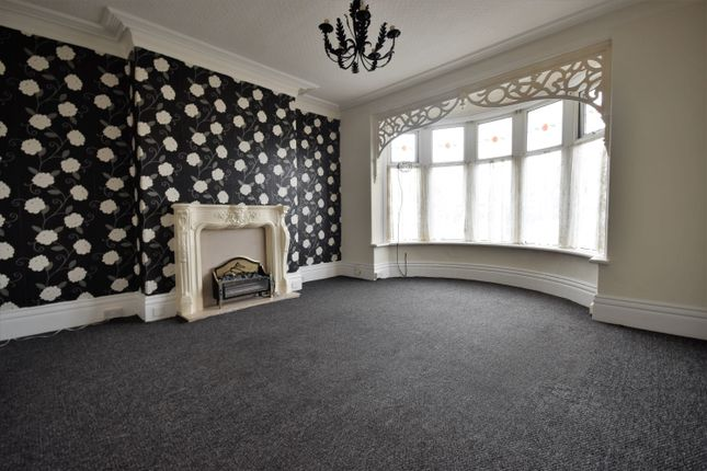 2 bed flat to rent in Lytham Road, Blackpool, Lancashire FY4