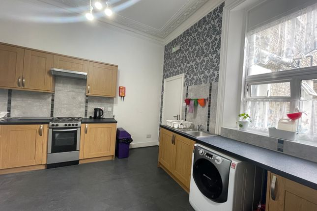 Room to rent in Birkbeck Road, London W3