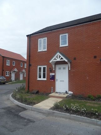 Semi-detached house to rent in Stryd Bennett, Llanelli