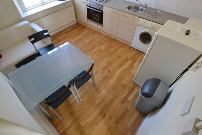 3 bed flat to rent in Harriet Street, Cathays, Cardiff