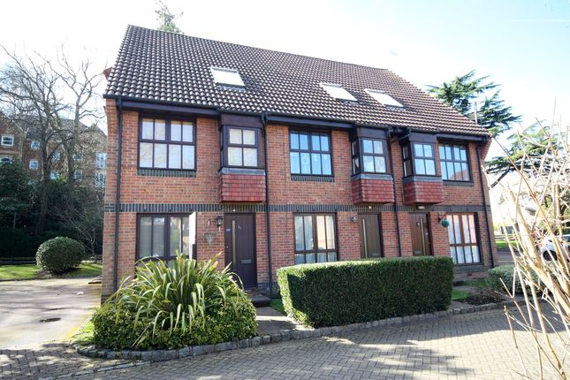 Thumbnail Flat for sale in Badgers Close, Woking