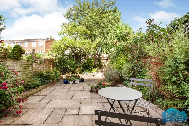 Picture No. 12 of Oakview Gardens, East Finchley, London N2