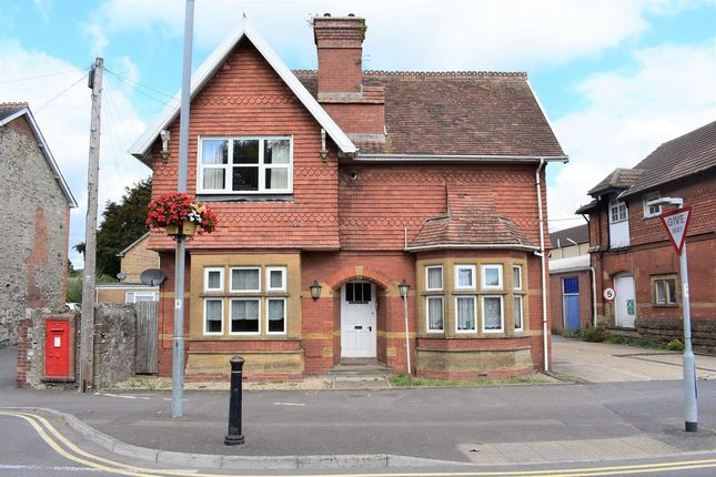 Thumbnail Flat to rent in East Street, Chard