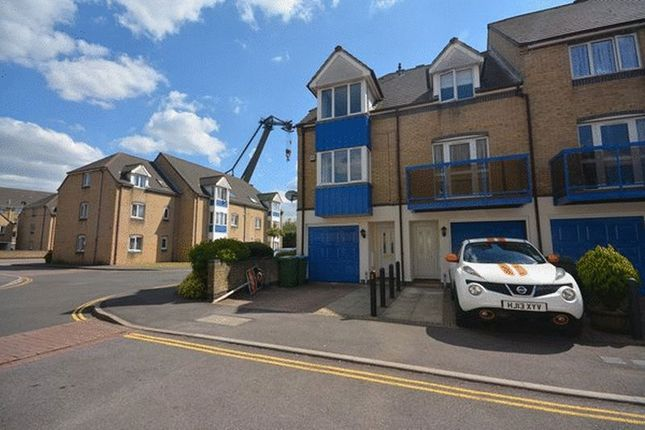 3 bedroom terraced house to rent in Atlantc Close, Ocean Village, Southampton