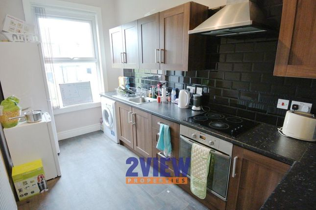 Thumbnail Property to rent in Kelso Road, Leeds, West Yorkshire