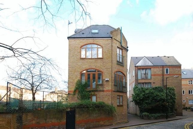 Thumbnail Town house to rent in Wapping High Street, London