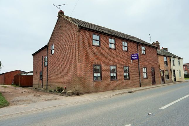 Thumbnail End terrace house for sale in Seas End Road, Spalding