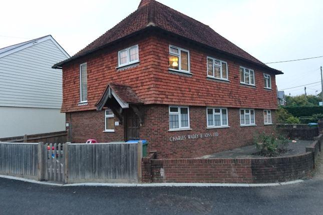 Thumbnail Flat to rent in Parbrook, Billingshurst