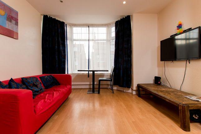 Thumbnail Terraced house to rent in Headingley Avenue, Headingley