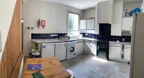 Thumbnail Shared accommodation to rent in Boundary Road, Chatham, Medway