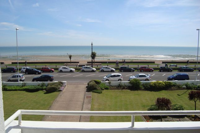 2 bedroom flat to rent in Normandy Court, West Parade, Worthing