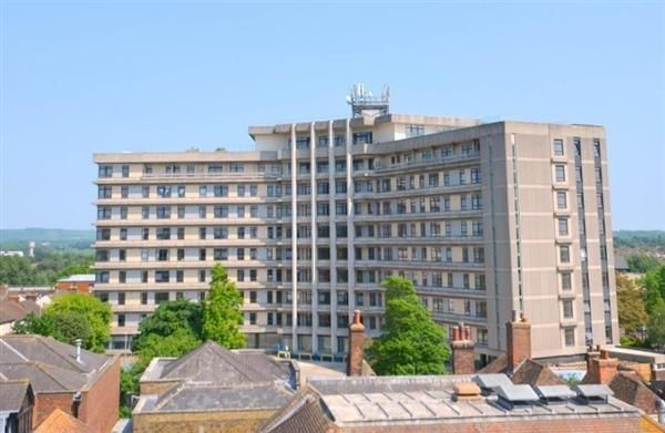 Thumbnail Flat for sale in Skyline Apartments @ The Panorama, Park Street, Ashford