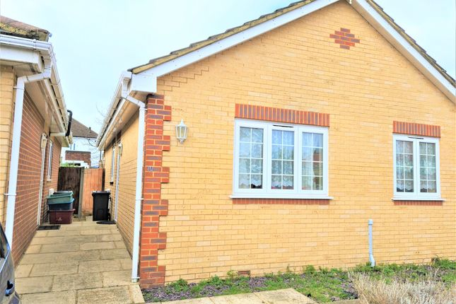 2 bed bungalow to rent in Gardner Place, Feltham TW14