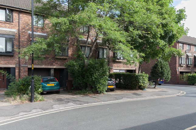 Thumbnail Studio to rent in Allendale Close, Denmark Hill