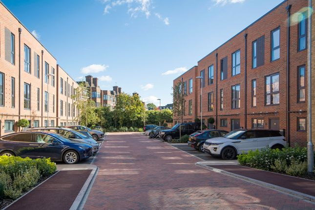 Thumbnail Flat to rent in Pipit Drive, Putney