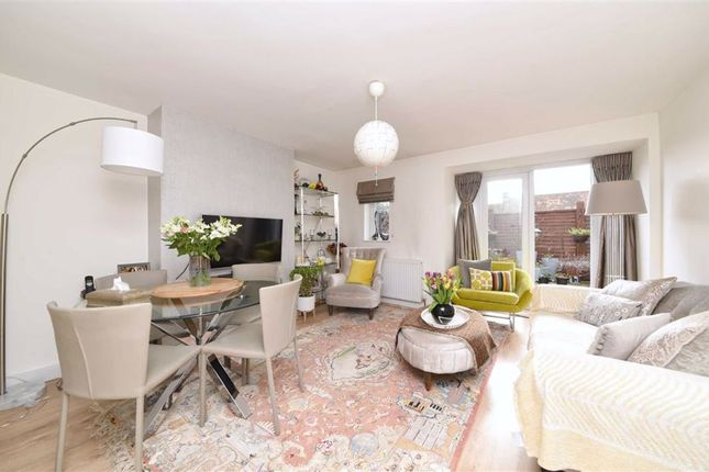Flat for sale in Basing Way, Finchley, London