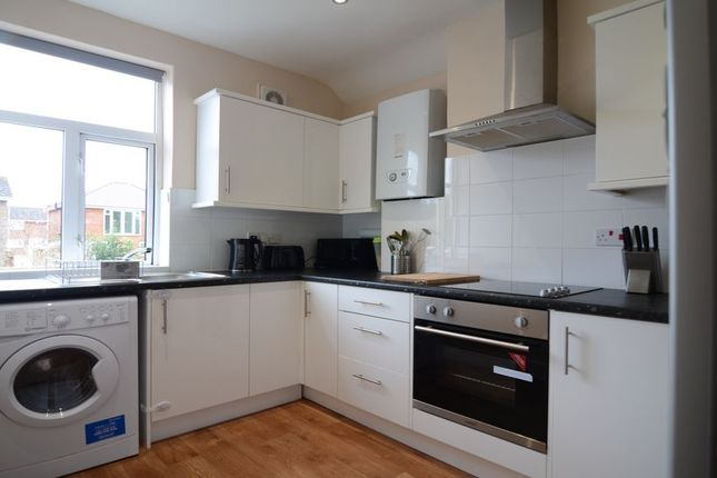 Thumbnail Maisonette to rent in Cove Road, Farnborough