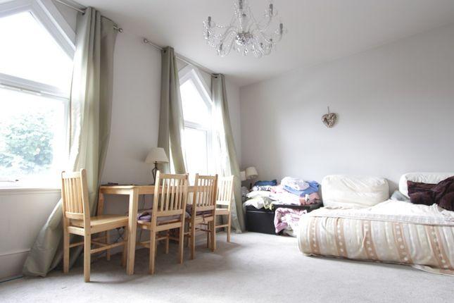 Thumbnail Flat to rent in Glenthorne Road, Friern Barnet, Friern Barnet