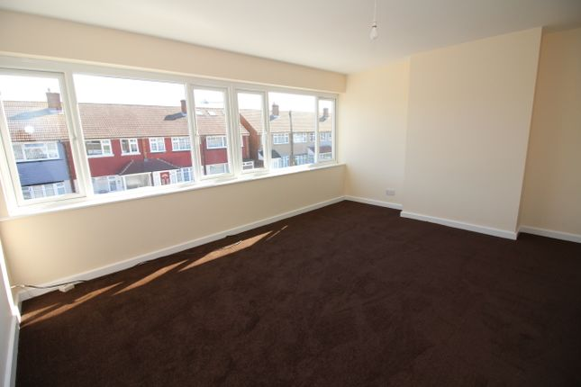 Thumbnail Flat to rent in Turold Road, Corringham