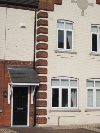 2 bed terraced house to rent in Oatfield Close, Grimsby DN33