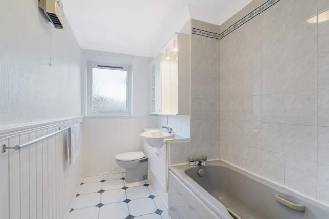 Bathroom of Ballagan Place, Milngavie, Glasgow, East Dunbartonshire G62