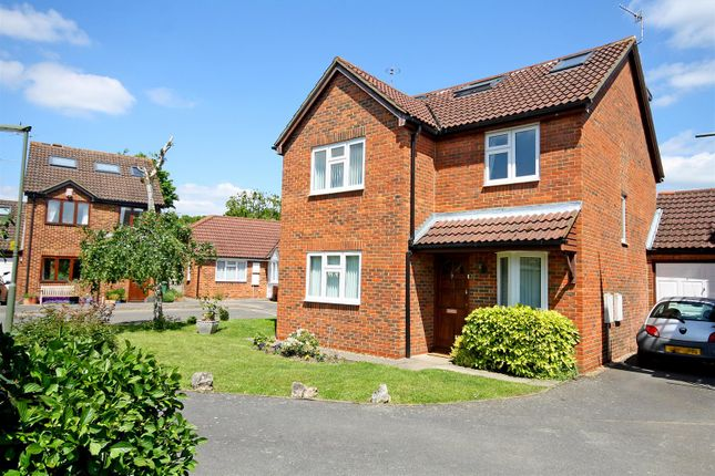 Thumbnail Detached house for sale in Budgen Drive, Redhill