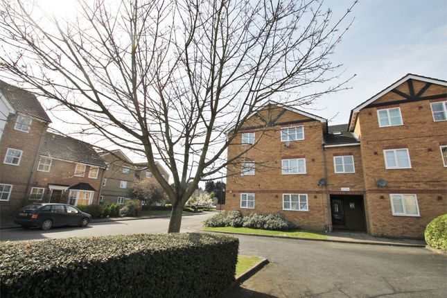 2 bed flat to rent in Maplin Park, Slough, Berkshire