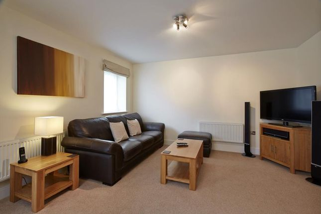Thumbnail Flat to rent in The Pavilions, Windsor
