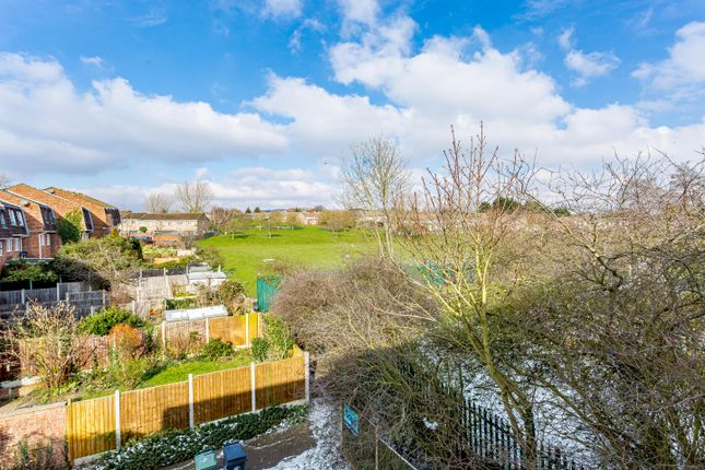 5 bed end terrace house for sale in Regency Close, Chigwell IG7