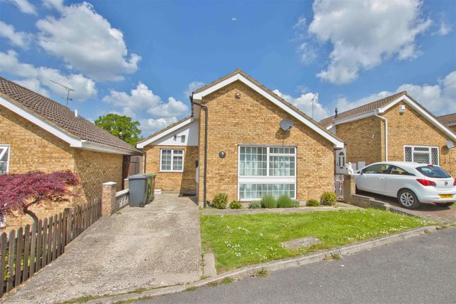 Thumbnail 2 bed property to rent in Kent Close, Well End, Borehamwood