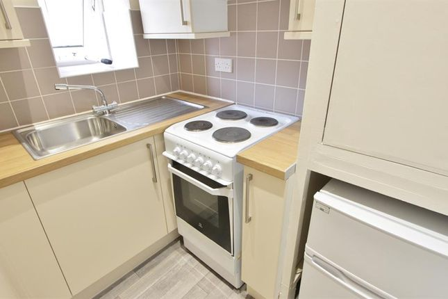 Thumbnail Flat to rent in Kingfield Road, Sheffield