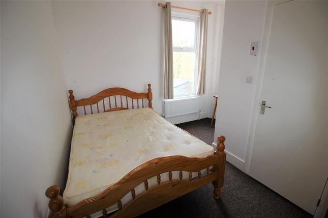 Room 4 4 Hinton Bed