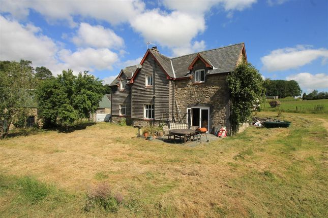Thumbnail Farmhouse for sale in Newbridge-On-Wye, Llandrindod Wells