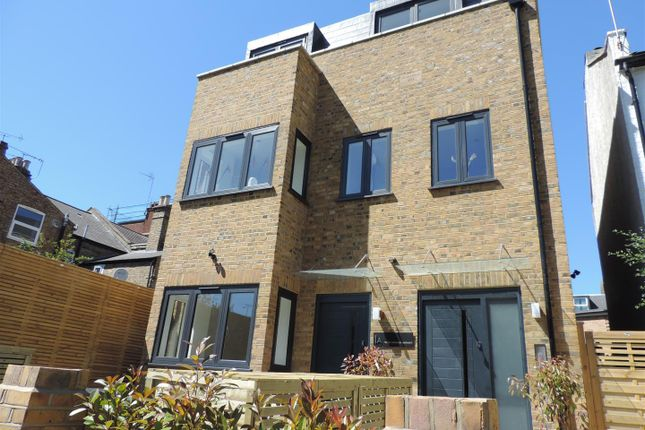 Thumbnail Property to rent in Clarence Road, London